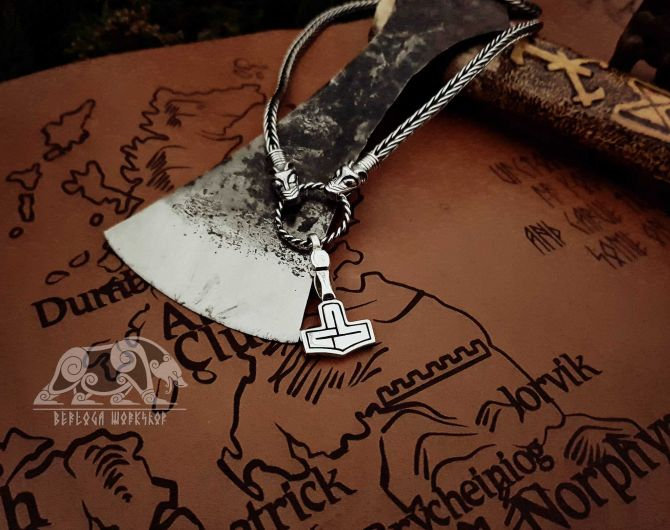 Set Wolfs Heads Viking Necklace with Mjolnir Replica Thor